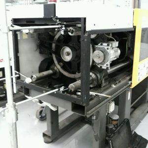 Imagem mostra o dispositivo de equalização em uso - em uma injetoraMilacron