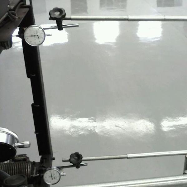 Imagem mostra o uso dos comparadores na equalização de força das colunas de uma injetora